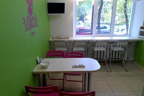 Сдается 4-комнатная квартира посуточнов Тюмени, ул. Хохрякова, 83.