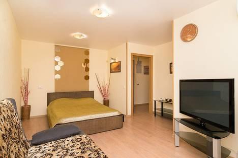 Сдается 1-комнатная квартира посуточно в Екатеринбурге, ул. Малышева, 7.