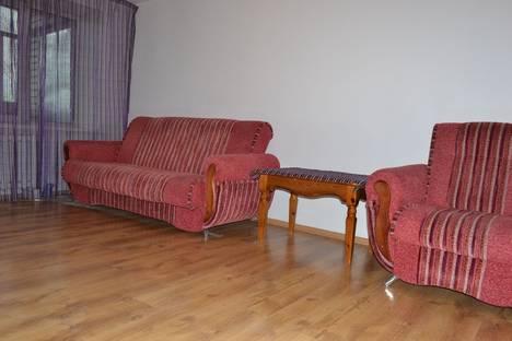 Сдается 2-комнатная квартира посуточно в Бийске, ул. Мерлина, 2.