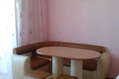 Сдается 2-комнатная квартира посуточно в Благовещенске, октябрьская 130.