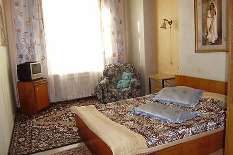 Сдается 2-комнатная квартира посуточно в Нижнем Тагиле, ул. Ильича, 4.