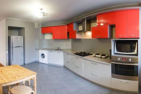 Сдается 2-комнатная квартира посуточно в Казани, ул. Волочаевская, 6.
