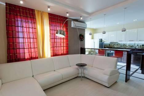 Сдается 2-комнатная квартира посуточно в Кемерове, б. Строителей,28.