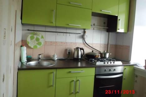 Сдается 3-комнатная квартира посуточно в Яровом, квартал Б,25.