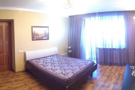 Сдается 2-комнатная квартира посуточно, ул. Свердлова, 72.