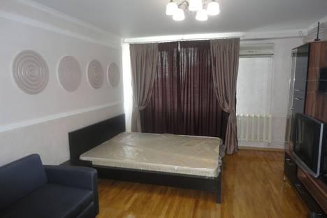 Сдается 1-комнатная квартира посуточно в Сочи, ул. Роз, 82.