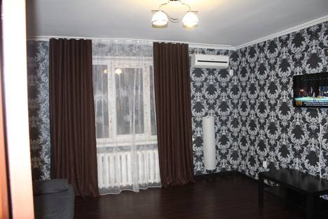 Сдается 2-комнатная квартира посуточно в Майкопе, ул. Чкалова, 80.