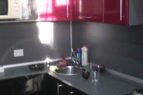 Сдается 2-комнатная квартира посуточно в Яровом, квартал А, 5.