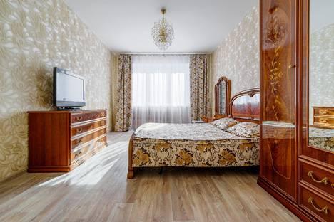Сдается 3-комнатная квартира посуточно, Революции 1905 года 66.