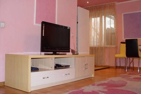 Сдается 2-комнатная квартира посуточно в Алматы, Кунаева 83A.