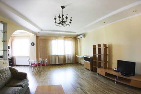 Сдается 2-комнатная квартира посуточнов Алматы, Муканова Курмангазы 47.