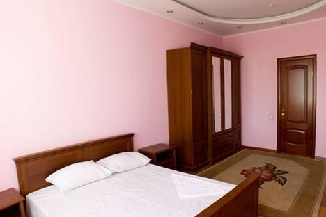 Сдается 2-комнатная квартира посуточно в Алматы, Муканова Курмангазы 5.