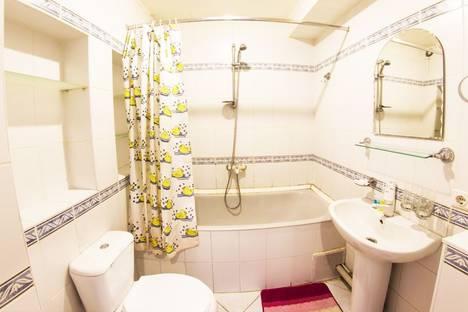 Сдается 2-комнатная квартира посуточнов Алматы, Абылай хана-Жибек жолы 67.