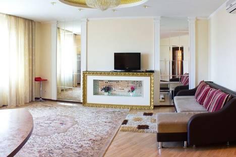 Сдается 2-комнатная квартира посуточно в Алматы, Достык - Аль Фараби 45.