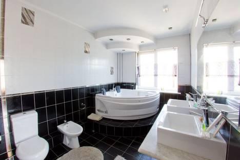 Сдается 4-комнатная квартира посуточно в Алматы, Наурызбай батыра-Темирязева 12.