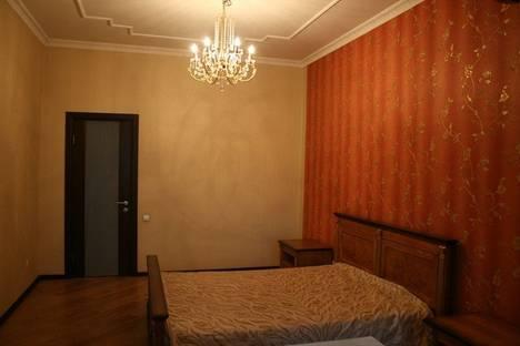 Сдается 4-комнатная квартира посуточно в Алматы, Кожамкулова Курмангазы 61.