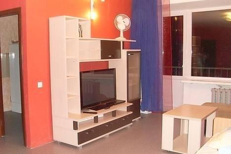 Сдается 1-комнатная квартира посуточно в Глазове, Советская, 39.