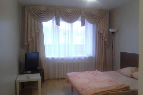 Сдается 1-комнатная квартира посуточно в Глазове, К.Маркса,16.