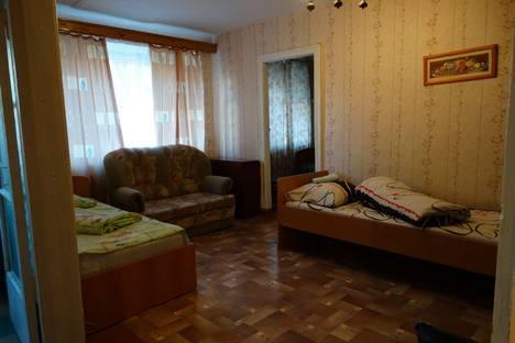 Сдается 2-комнатная квартира посуточно в Глазове, Ленина, 5а.