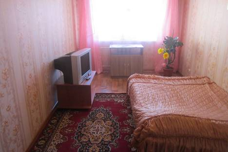 Сдается 2-комнатная квартира посуточно в Прокопьевске, ноградская 20а.