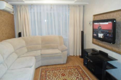 Сдается 2-комнатная квартира посуточно в Дзержинске, бульвар Мира, 15.