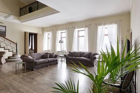 Сдается 4-комнатная квартира посуточно в Санкт-Петербурге, Адмиралтейская наб.10.