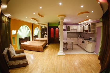 Сдается 1-комнатная квартира посуточнов Тюмени, ул. 50 Лет Октября, д. 33а.