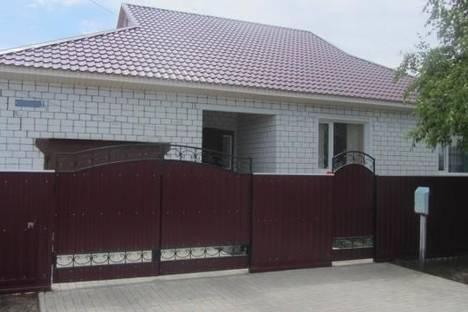 Сдается коттедж посуточно в Яровом, ул. Комсомольская, 43.
