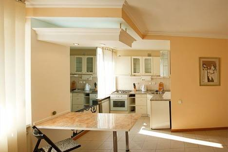 Сдается 1-комнатная квартира посуточно в Киеве, ул. Трехсвятительская 3.