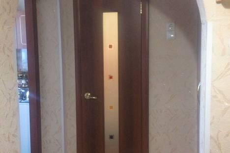 Сдается 2-комнатная квартира посуточно в Яровом, квартал А д. 31 кв 56.