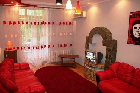 Сдается 2-комнатная квартира посуточно в Киеве, ул. Шелковичная 38.