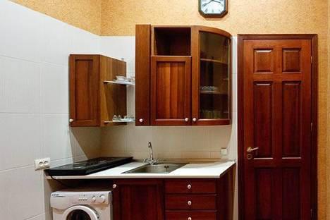 Сдается 2-комнатная квартира посуточно в Киеве, Десятинная 1/3.
