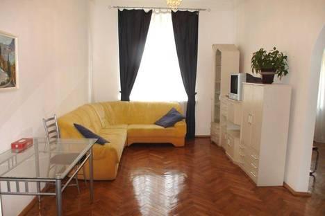Сдается 4-комнатная квартира посуточно в Киеве, ул. Крещатик 5.