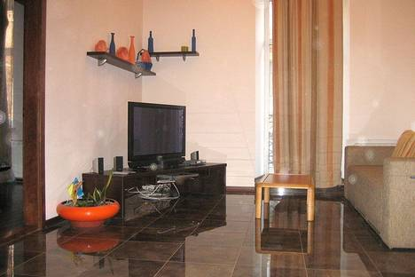Сдается 2-комнатная квартира посуточно в Киеве, Костельная, 3.