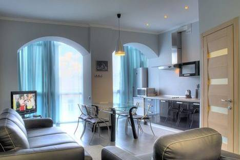 Сдается 2-комнатная квартира посуточно в Киеве, Льва Толстого 5.