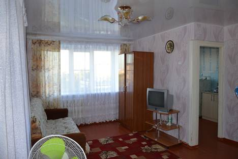 Сдается 1-комнатная квартира посуточно в Яровом, улица 40 Лет Октября 8.