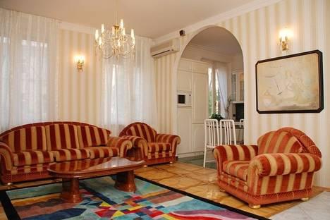 Сдается 3-комнатная квартира посуточно в Киеве, Прорезная 4.