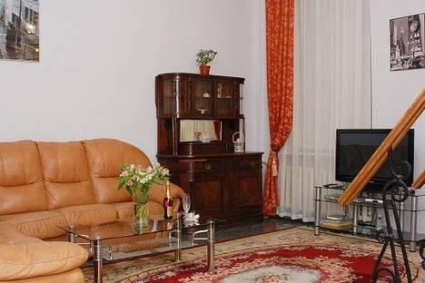 Сдается 4-комнатная квартира посуточно в Киеве, Бассейная 12.