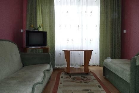 Сдается 2-комнатная квартира посуточно в Орске, ул. Ленинского Комсомола, 27.