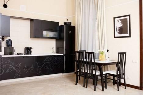 Сдается 3-комнатная квартира посуточно в Одессе, ул. Екатерининская, 25.