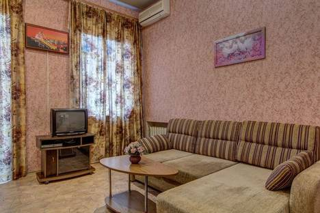 Сдается 2-комнатная квартира посуточно в Днепре, ул. Комсомольская 33.