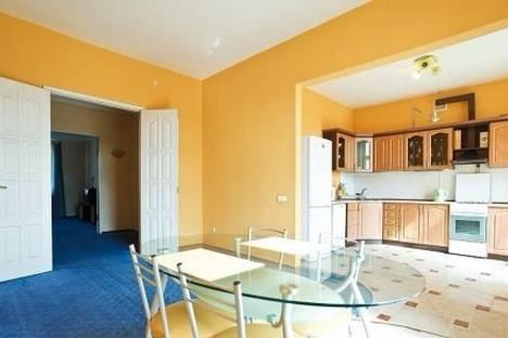 Сдается 3-комнатная квартира посуточно в Минске, пр. Независимости 22.