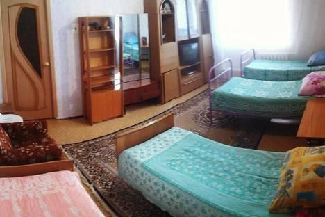 """Сдается 4-комнатная квартира посуточно в Яровом, Квартал """"А"""" дом 22."""