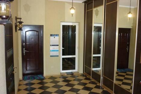 Сдается 3-комнатная квартира посуточно в Геленджике, ул. Октябрьская, 80.