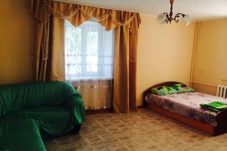 Сдается 1-комнатная квартира посуточно в Кызыле, ул. Интернациональная,  13.