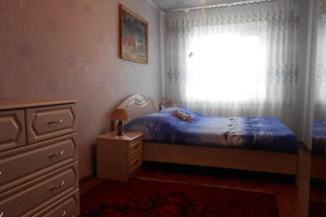 Сдается 2-комнатная квартира посуточно в Яровом, квартал Б, дом 25.