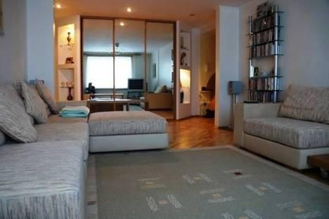 Сдается 3-комнатная квартира посуточно, пр. Кузнецкий 102а.