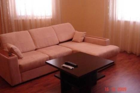 Сдается 2-комнатная квартира посуточнов Сочи, ул Свердлова дом 44.