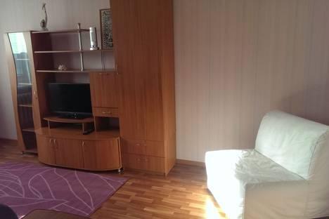 Сдается 2-комнатная квартира посуточнов Верхней Салде, Ленинградский проспект, 94.