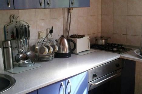 Сдается 2-комнатная квартира посуточно в Алуште, улица Ленина, 30.